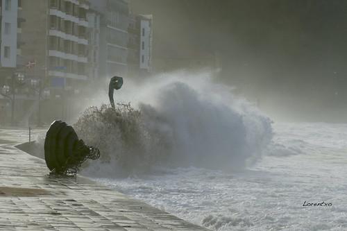 Preciosas olas de hoy a la tarde en la playa de Zarautz
