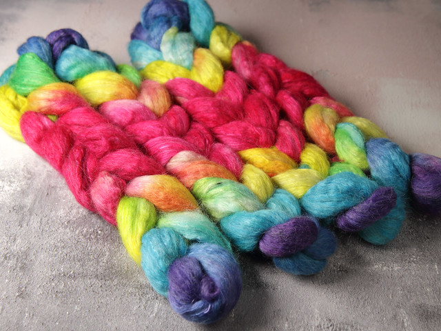 Lustre Blend fine British wool, merino, silk combed top/roving hand-dyed spinning fibre 100g 'Lollipop' repeating gradient
