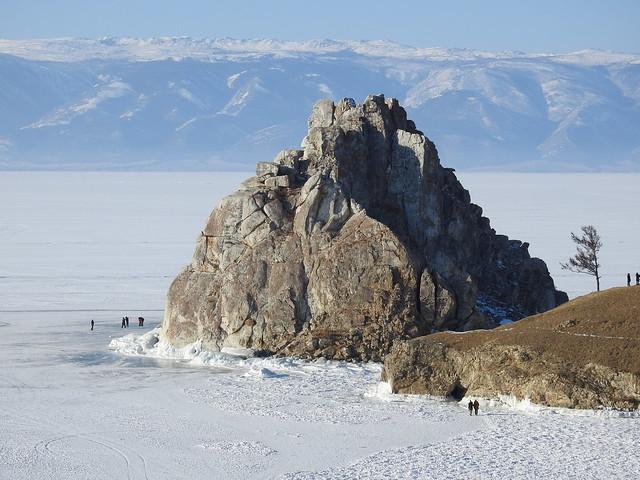 Roca del chamán en la isla Olkhon (Rusia)