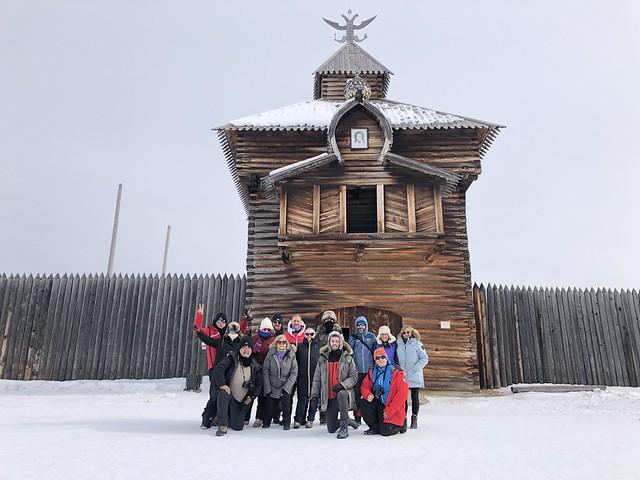 Equipo del viaje al Lago Baikal en invierno en Taltsy Museum