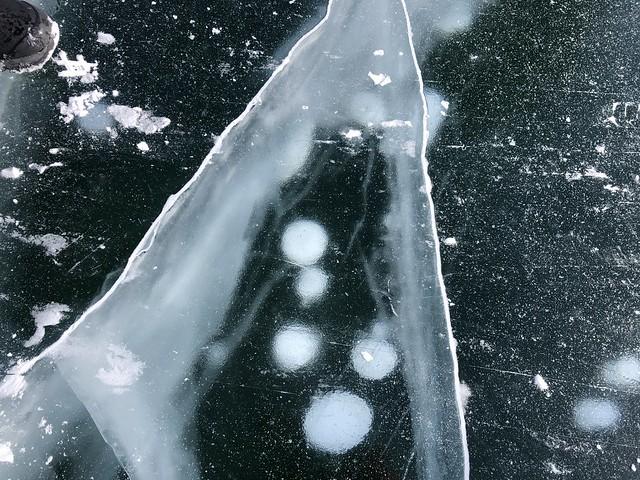 Burbujas congeladas en el Lago Baikal