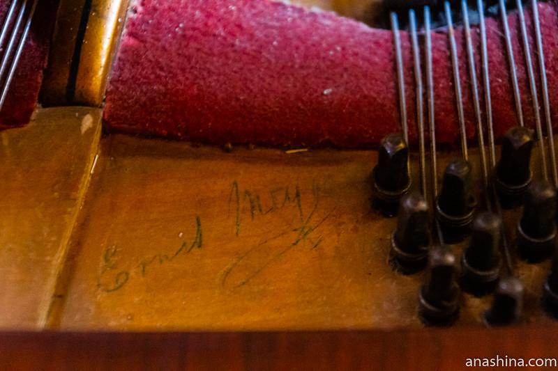 """Концертный рояль C.M.Schroder (К.Шрёдер), около 1875 года, музей-усадьба """"Семья роялей"""" Владимира Виноградова"""