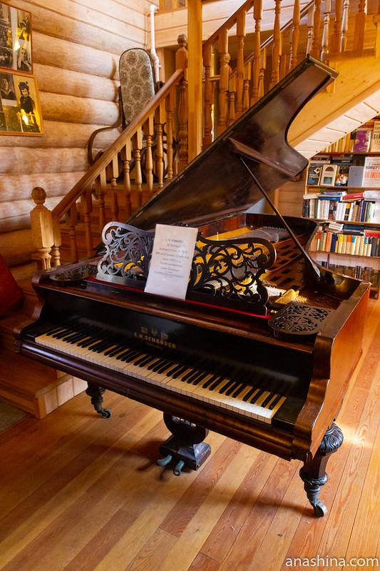 концертный рояль C.M.Schroder, изготовленный около 1875 года в Санкт-Петербурге