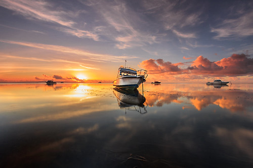 seascape seashore beach sunrise sunrays clouds sky haidafilter canon boat transportation travel refletions