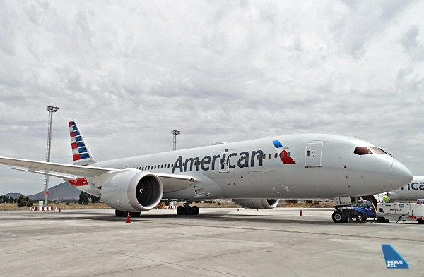 American Airlines B787-8 ramp W SCL (RD)