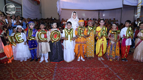 Her Holiness being welcomed by children at Barnala