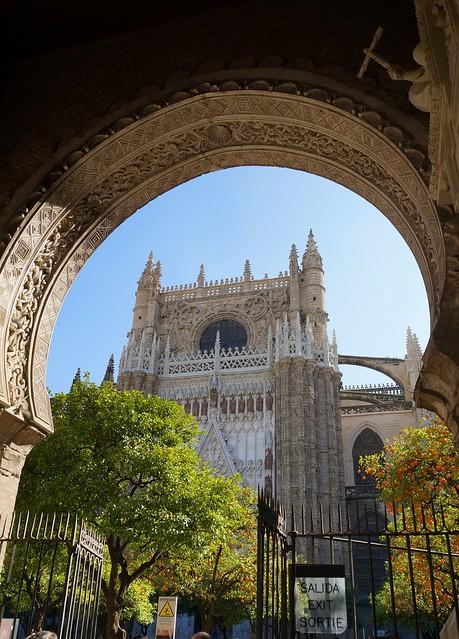 Sevilla. Su catedral y Patio de los naranjos.