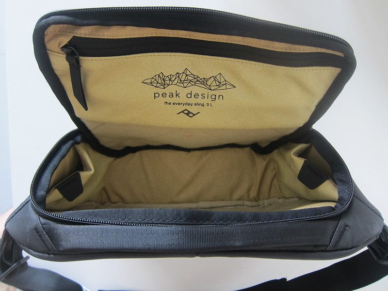 Peak Design Everyday Sling (5L) - Inside - Without FlexFold Dividers