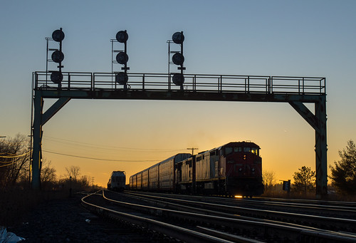 cn 2425 ge c408m cndundassubdivision paris parisjunction trains train track tracks railfan railroad railway rail rails signals signalbridge sunset silhouette