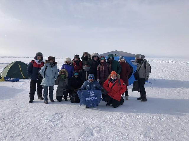 Campamento de hielo en el Lago Baikal