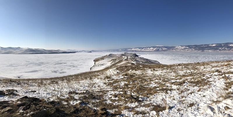 Vistas de la isla de Ogoy desde la estupa budista (Lago Baikal, Rusia)