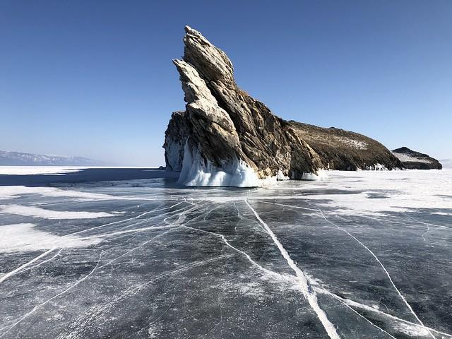 Roca del dragón en la isla de Ogoy (Lago Baikal)