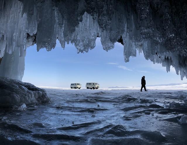 Cueva en el Lago Baikal (invierno)