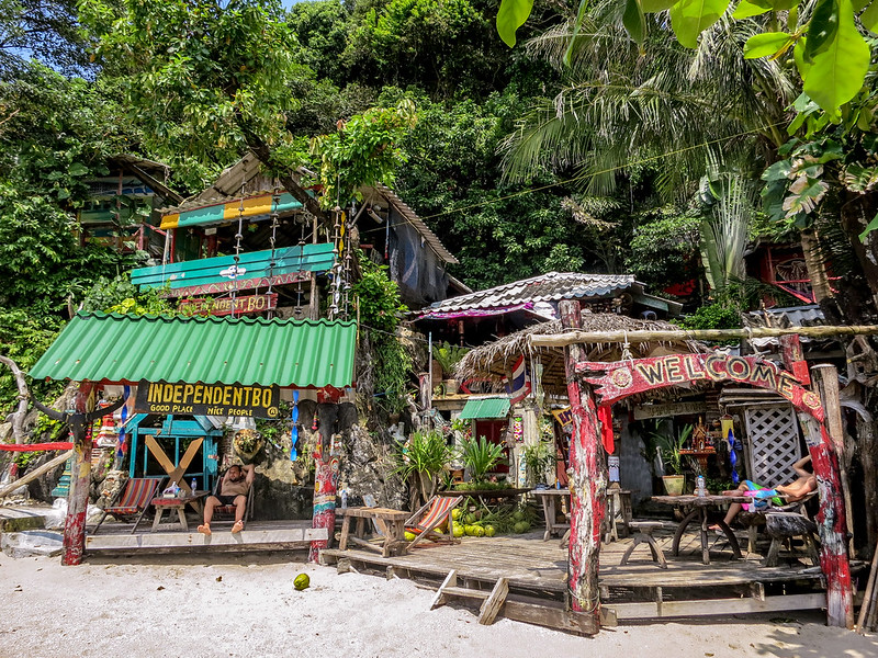 Independentbo cottages and bar along the shores of white sands beach