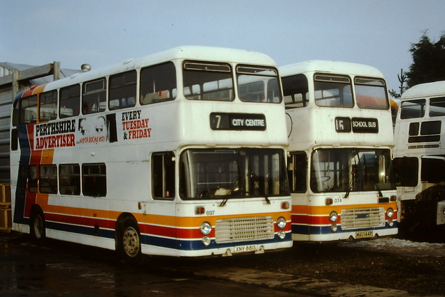 STAGE COACH PERTH 697 XNV881S