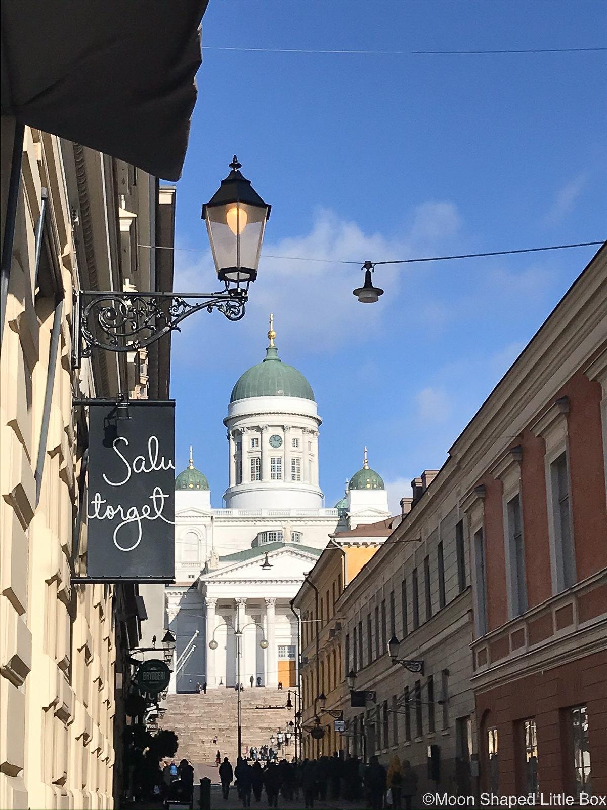 Tuomiokirkko-Helsingissa-kotimaan-matkailu