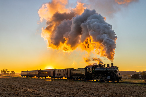 ronks pennsylvania unitedstatesofamerica backlight sunrise dawn morning steamlocomotive engine norfolk western canon77d 2470 f4 field shadow silhouette sky smoke