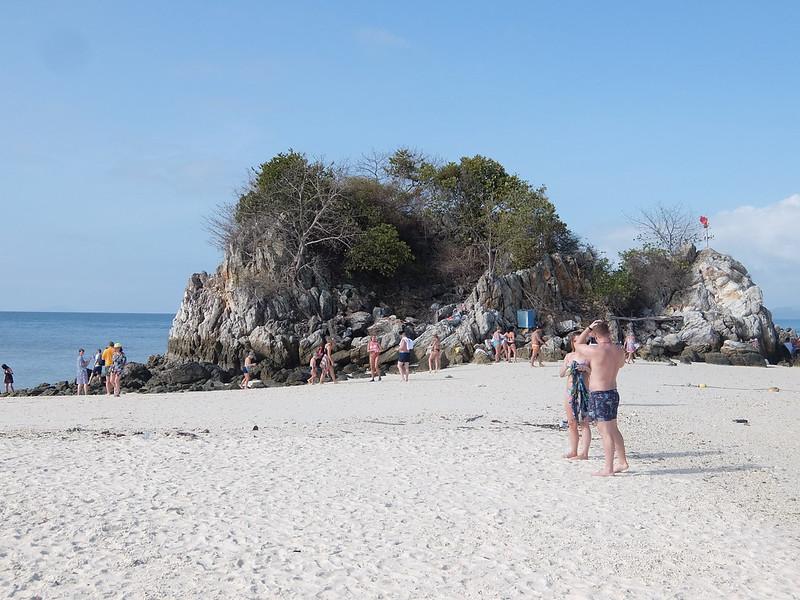 Скалы на острове Кхай Нок