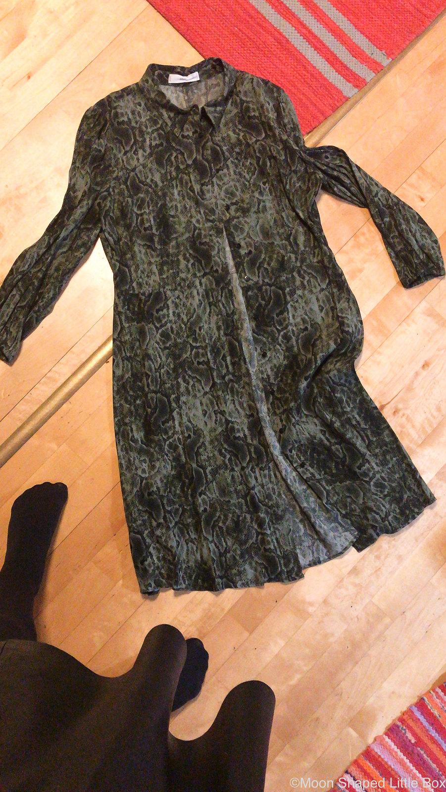Kaarmekuvioinen-mekko