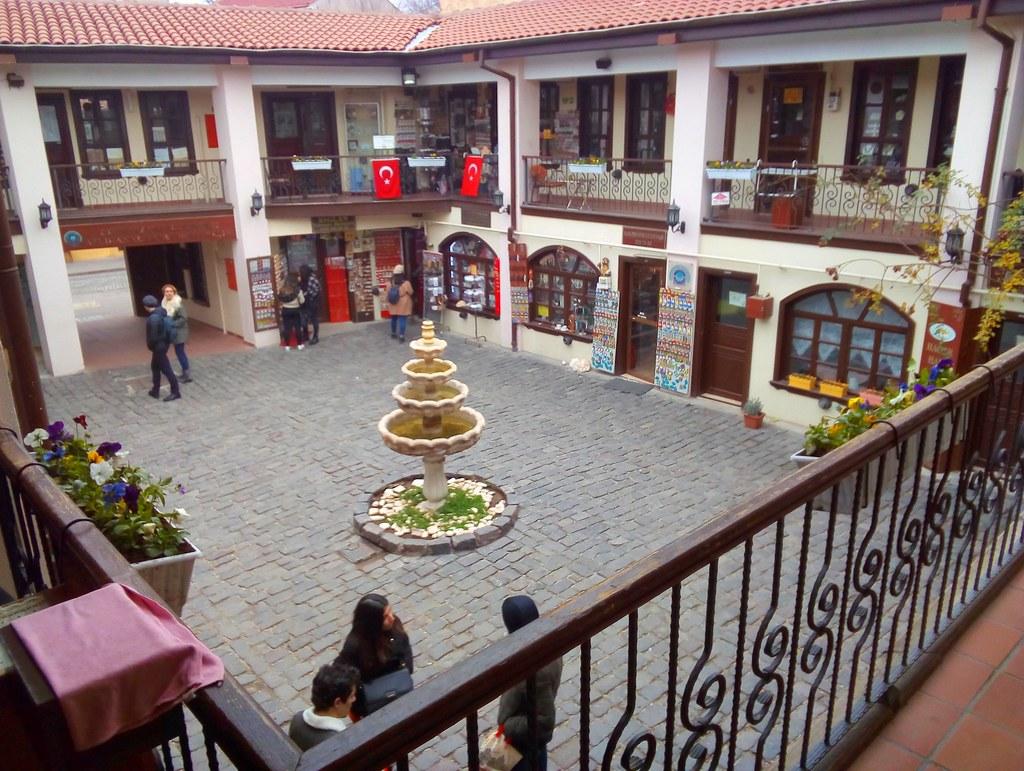 Atlıhan El Santaları Çarşısı