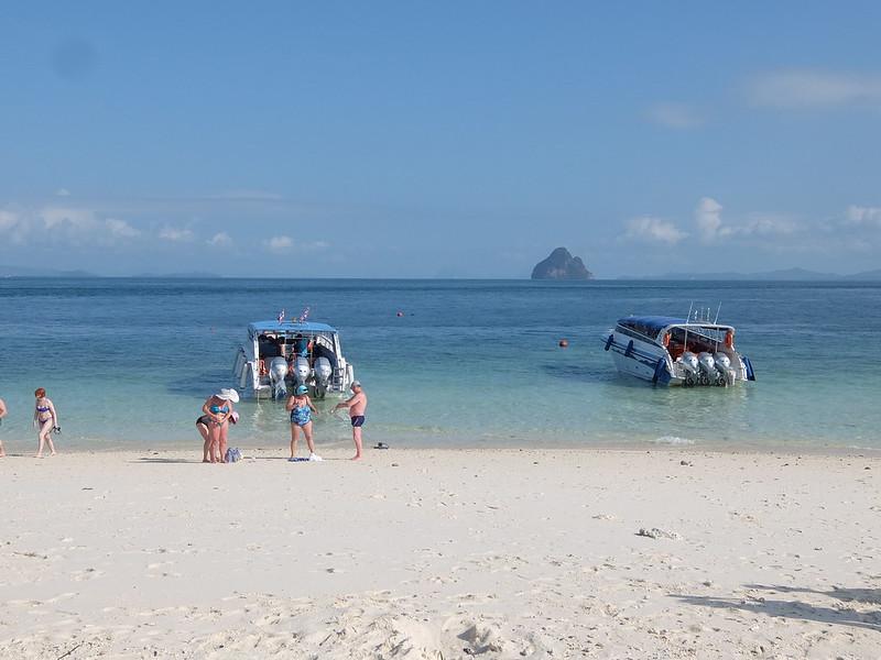 Остров Бамбу - Катера