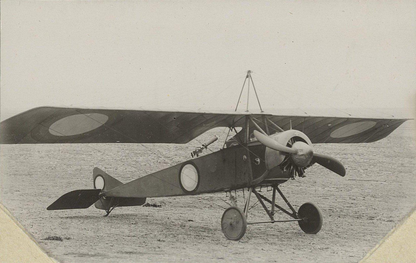 1915. Самолёт на аэродроме1