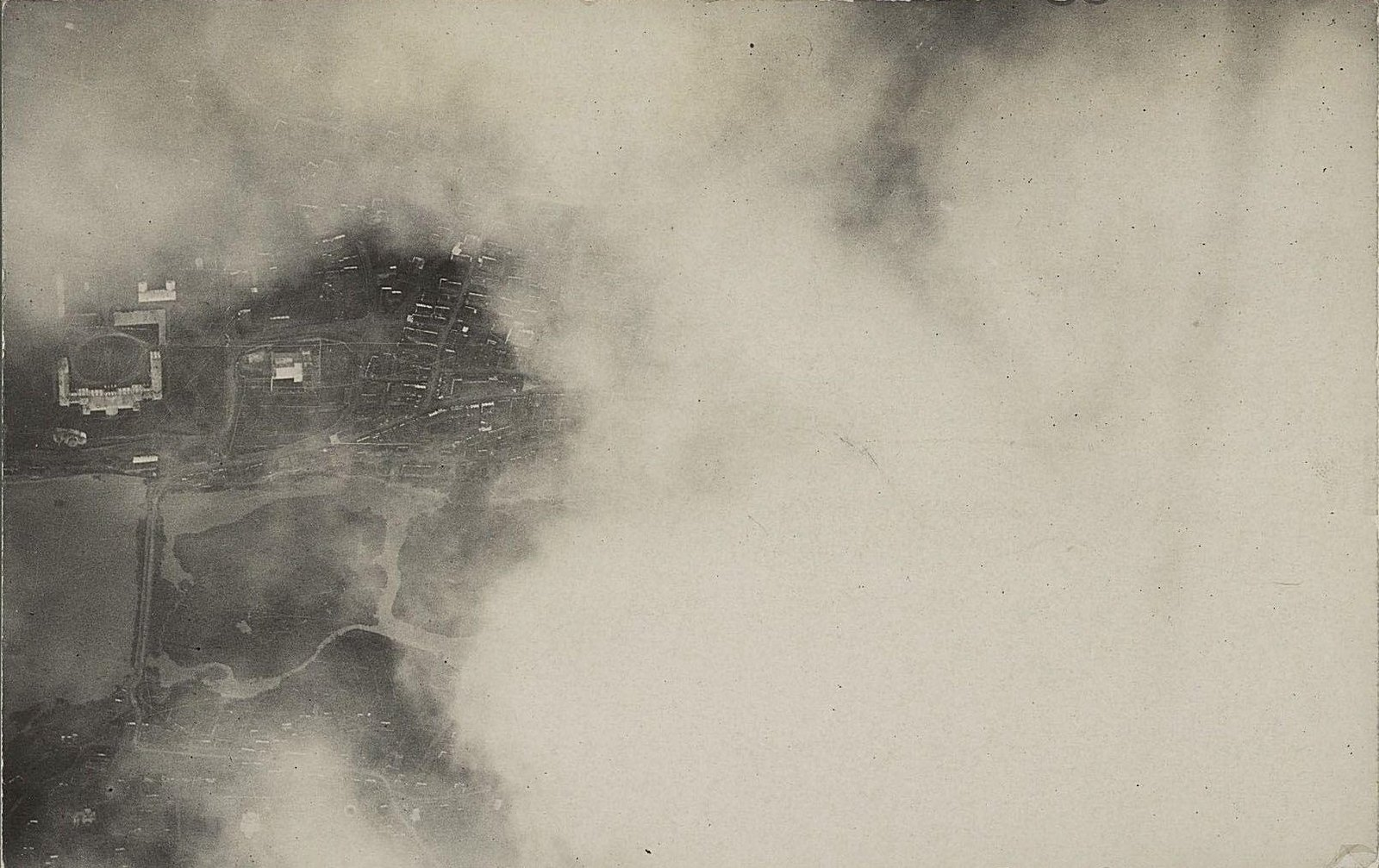 1915. Город Вишневец (снято с аэроплана сквозь облака)