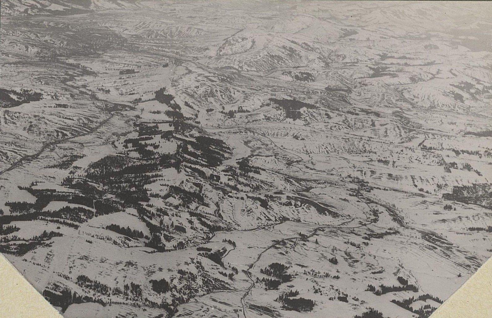 Турка  и долина р. Днестра. Снято с аэроплана зимой