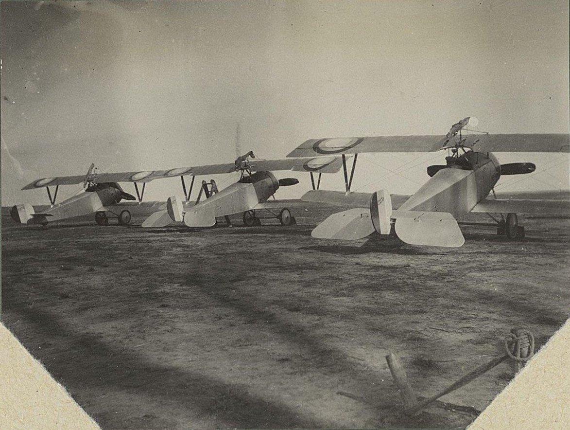1915. На старте. Три самолёта на аэродроме
