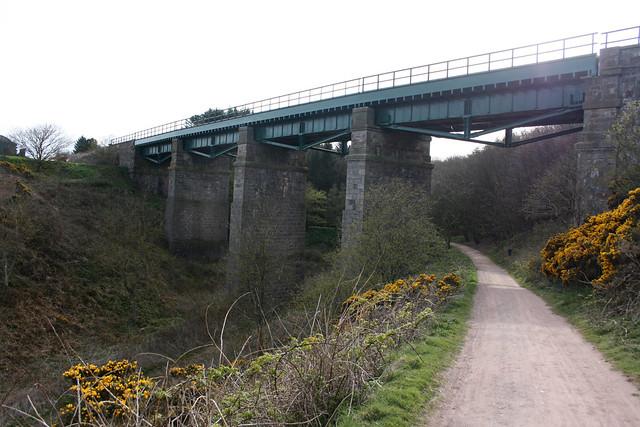 Rail bridge at Den of Cowie