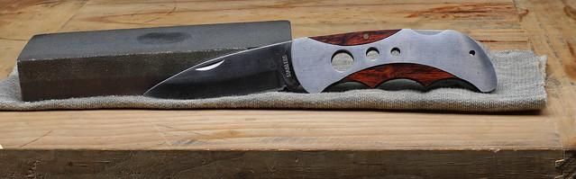Honing a knive