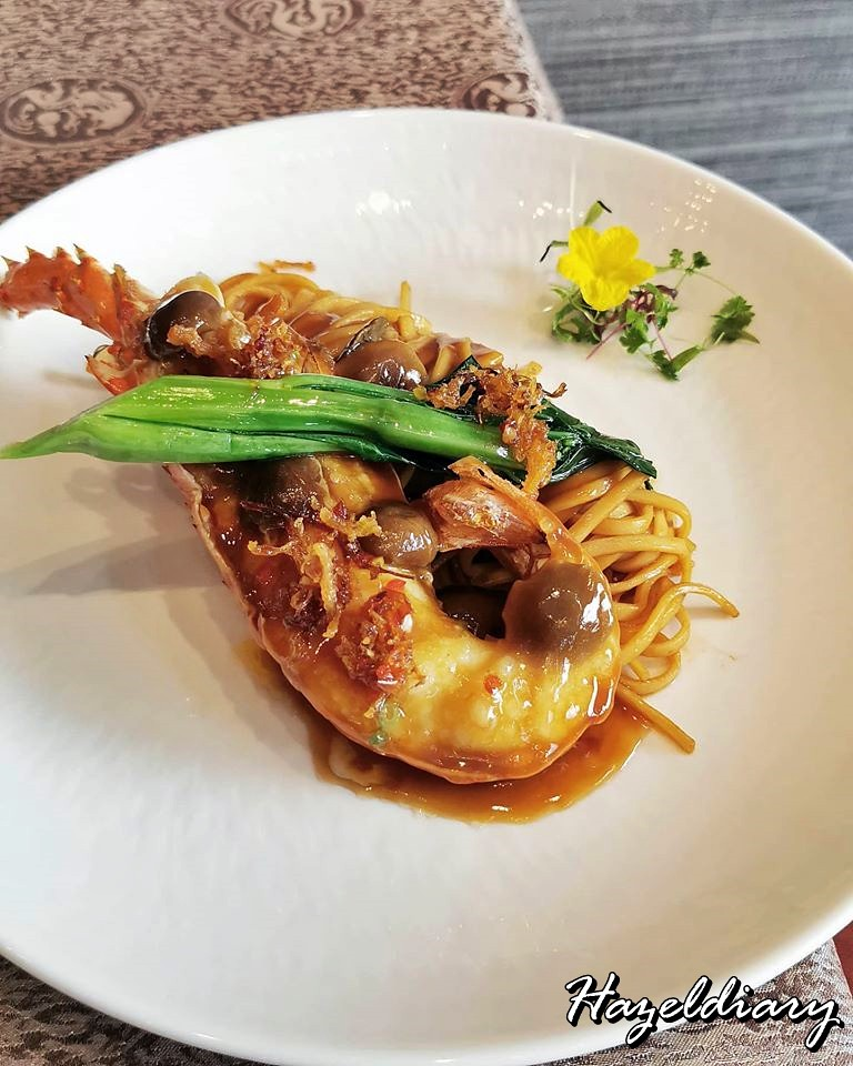 Taste Paradise-Stir-fried Ramen with Lobster in XO Sauce.