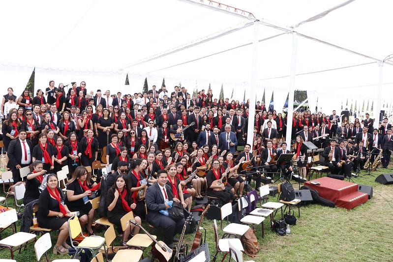 """""""Alabando y adorando a Dios"""" Coro Oficial Sector 12 en la 111 Conferencia IMPCH"""