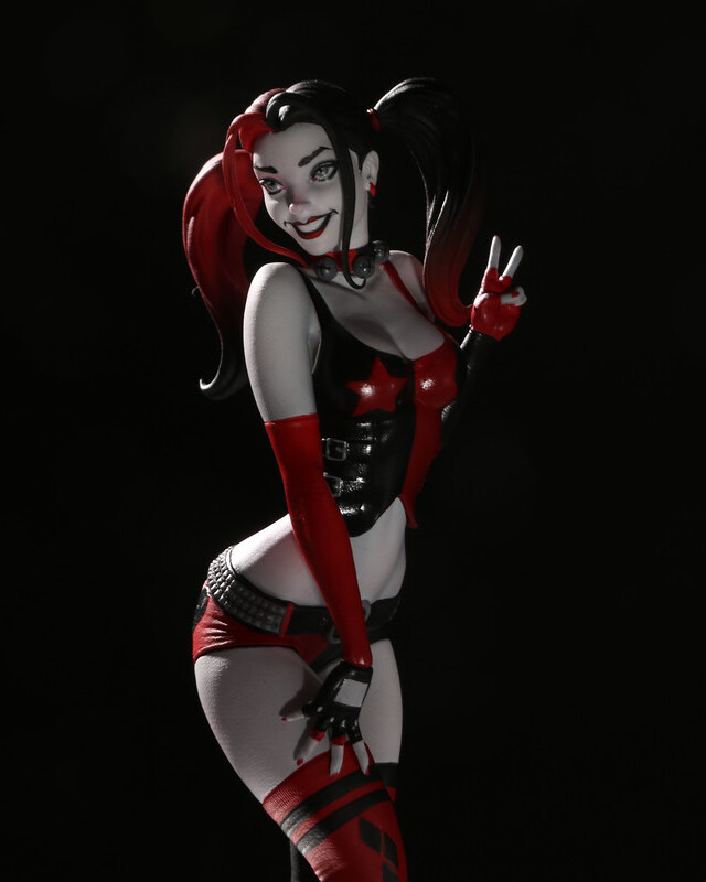 DC Direct Harley Quinn Red White and Black 系列【哈莉·奎茵 (Harley Quinn) by J. Scott Campbell】全身雕像