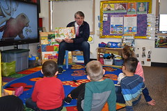 Rep. Ackert celebrates Read Across America with Hale Early Education students in Coventry