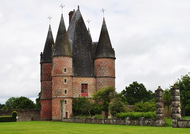 Châtelet de style Louis XII, château de Carrouges (XIVe-XVIIe), Orne, Normandie.