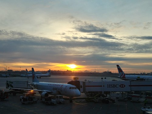 toronto pearson aéroport airport soleil orange sun sunrise
