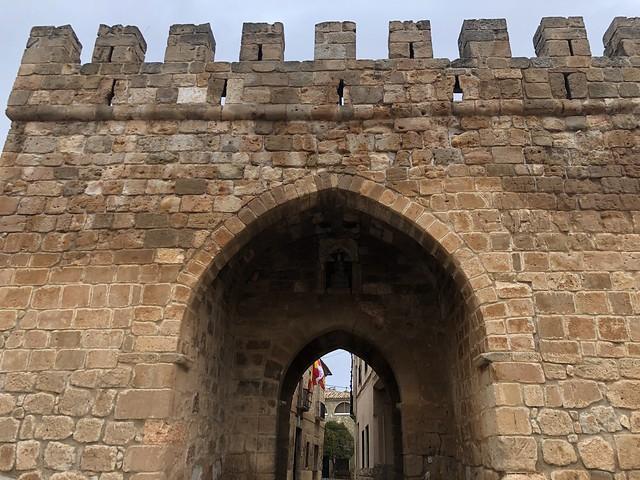 Puerta de la villa que permite el acceso al casco viejo de Monteagudo de las Vicarías (Pueblos más bonitos de Soria)