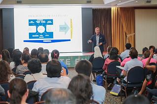 """La Universidad San Ignacio de Loyola (USIL), próxima a cumplir 25 años, realizó la conferencia magistral """"El coaching como herramienta de orientación vocacional"""", dirigida a directores y coordinadores de colegios."""