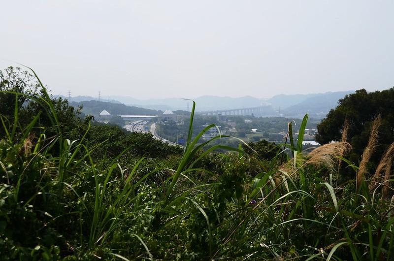 小湖山(小窩山)山頂俯瞰二高、西湖服務區