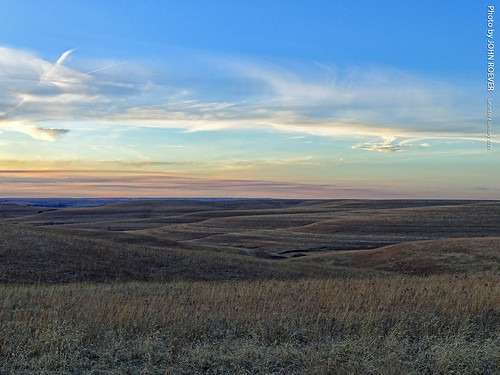 kansas drive driving driver driverpic ontheroad road highway skylineroad skylinerd countyroad wabaunseecounty alma flinthills afternoon beforesunset beforeevening clouds january 2020 january2020 prairie landscape usa