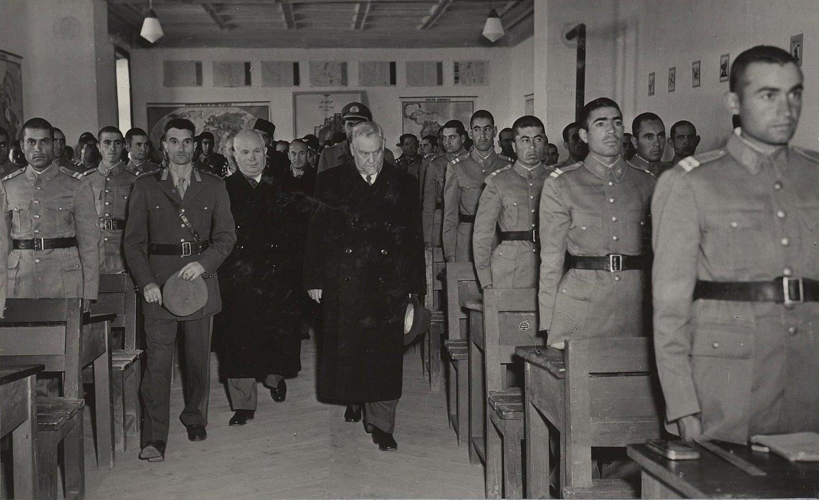 09. Н.С. Хрущёв и Н.А. Булганин в Кабульском военном училище