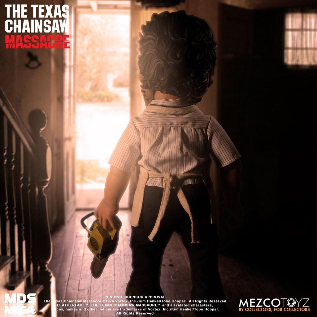 揮舞電鋸的變態狂魔登場! MEZCO M.D.S. Mega Scale 系列《德州電鋸殺人狂》皮臉 Leatherface 15 吋說話玩偶