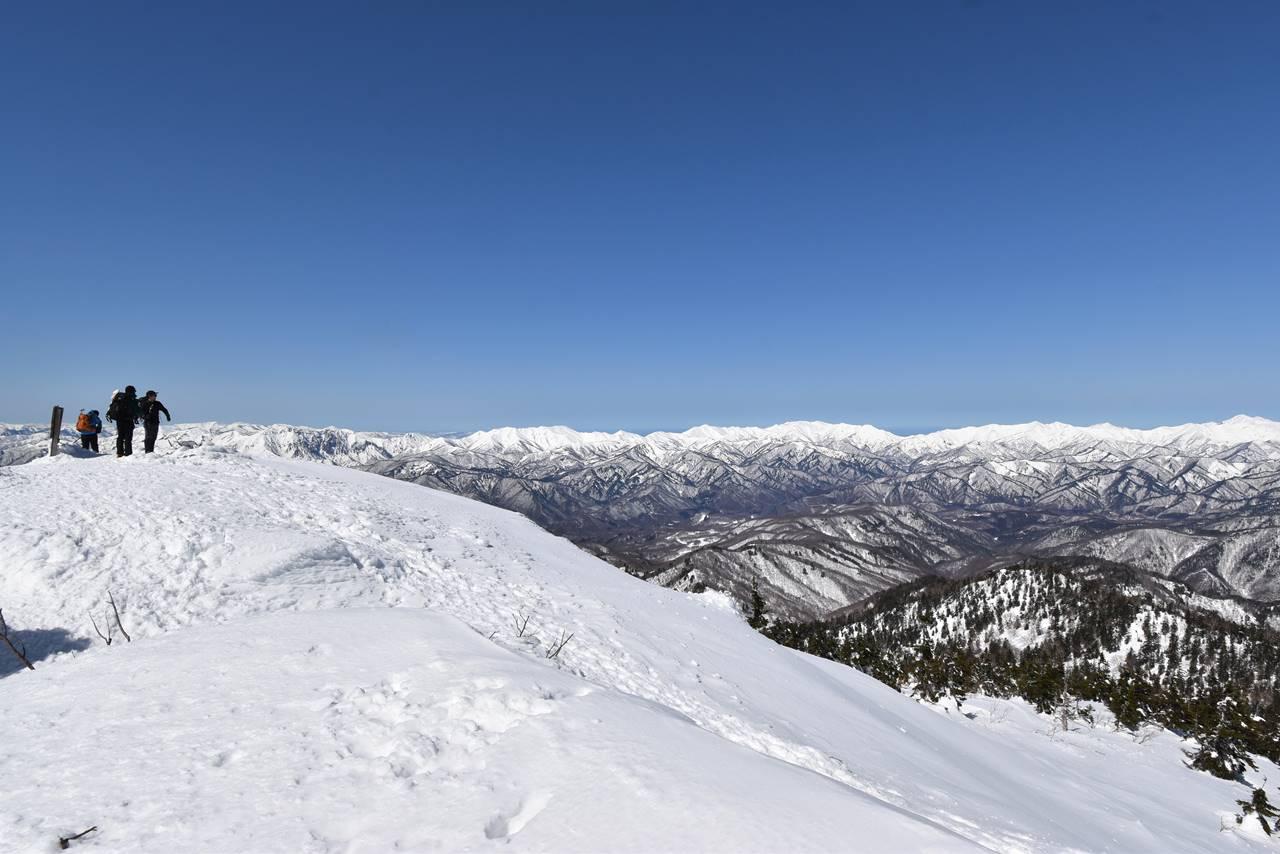 武尊山山頂から眺める雪景色