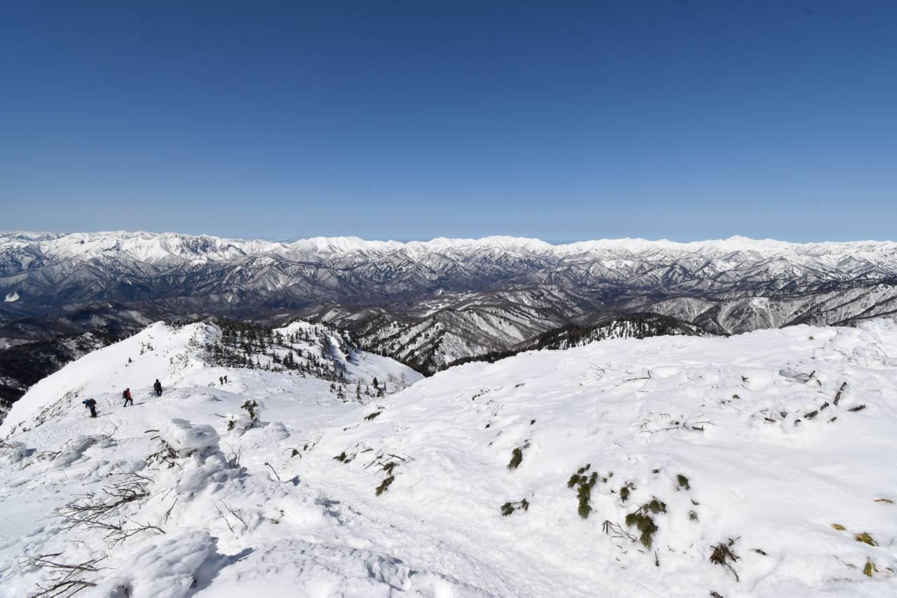 武尊山山頂から眺める谷川方面の展望
