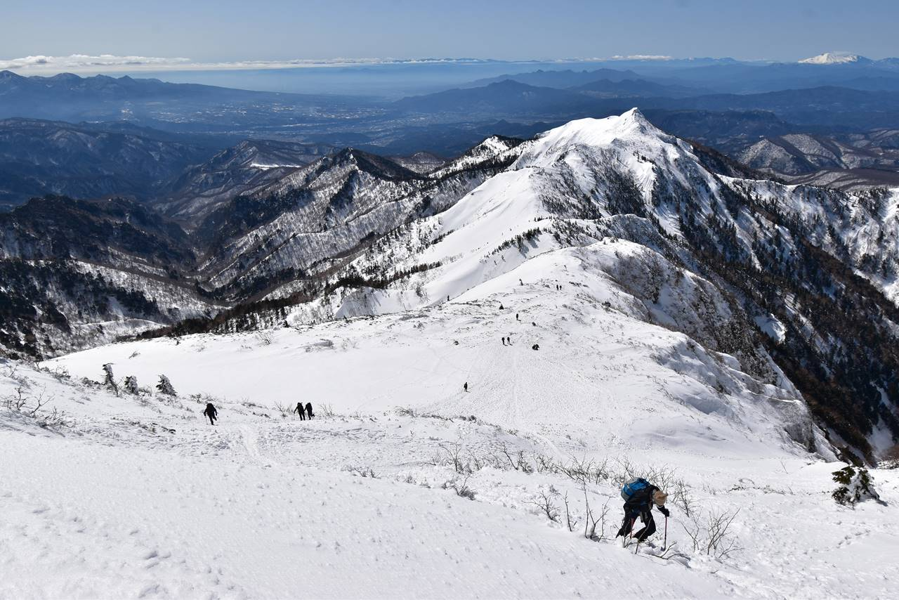武尊山山頂直下の急登