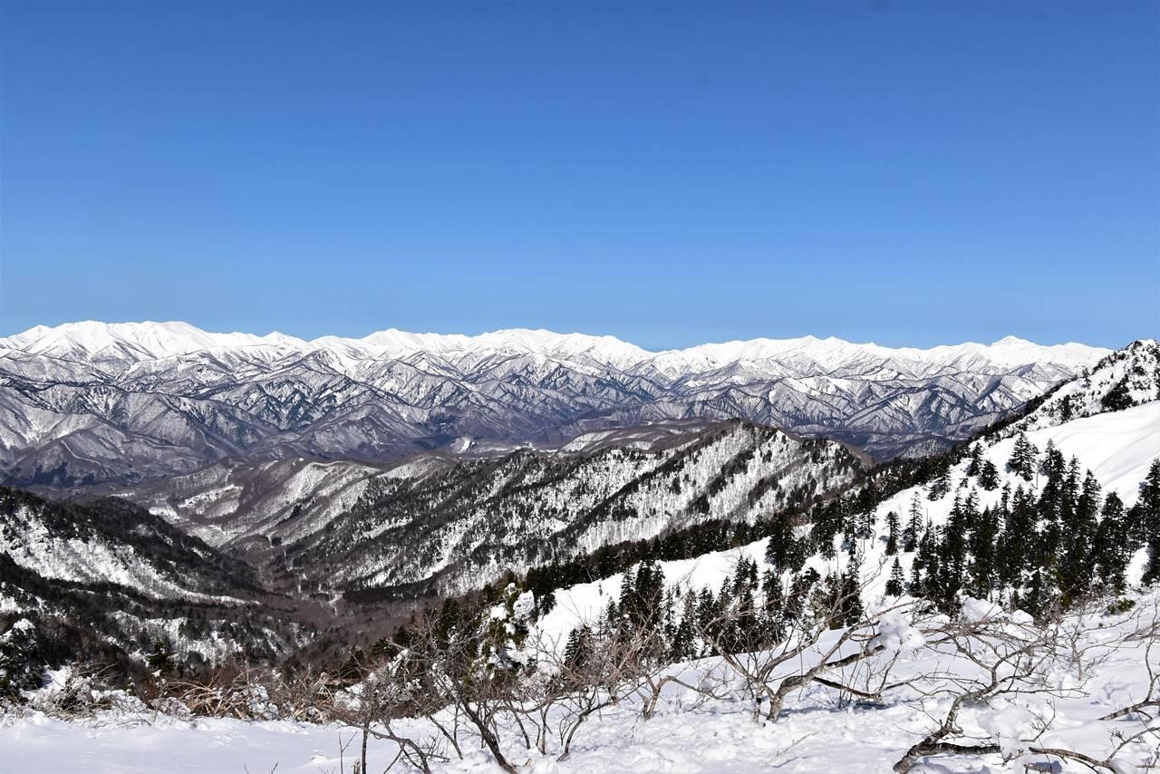 雪化粧の谷川岳