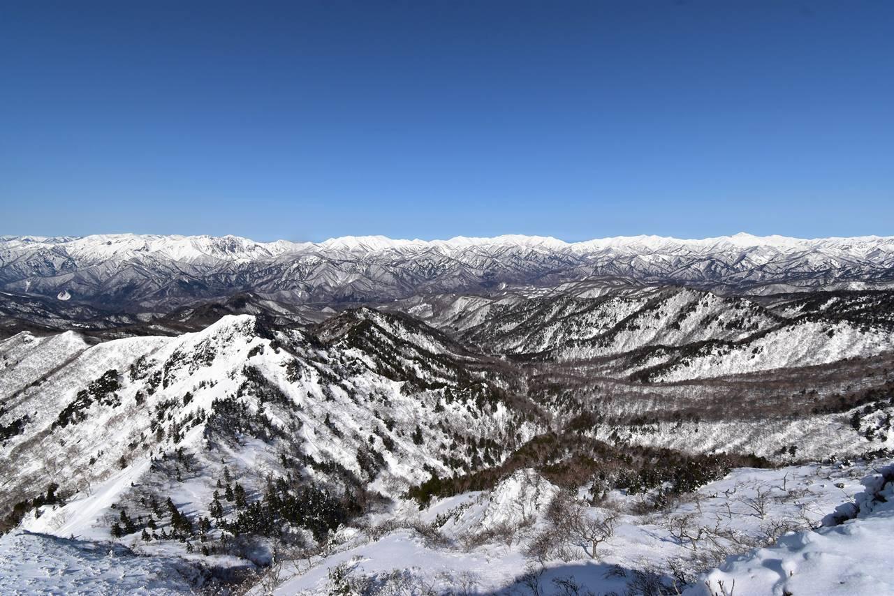 上州武尊山・剣ヶ峰から眺める谷川岳