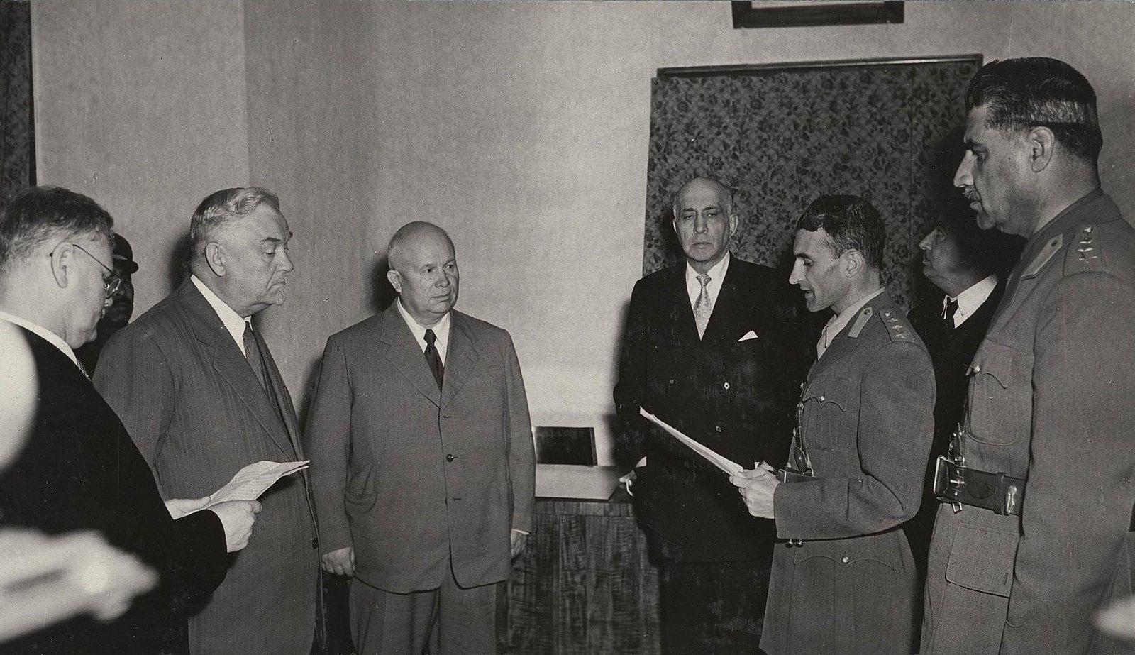 08. Н.С. Хрущёв и Н.А. Булганин в Кабульском военном училище.