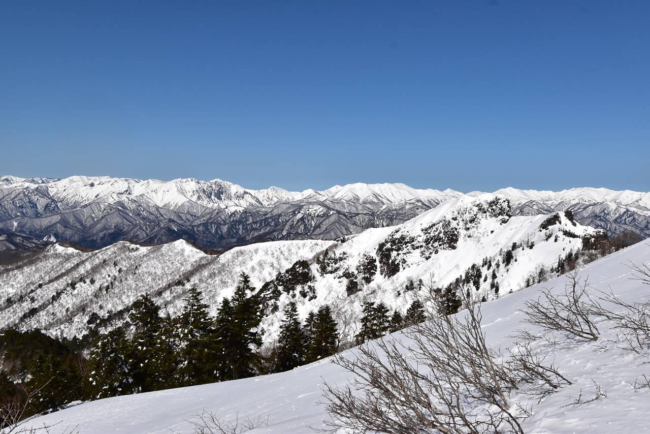 谷川連峰の雪景色